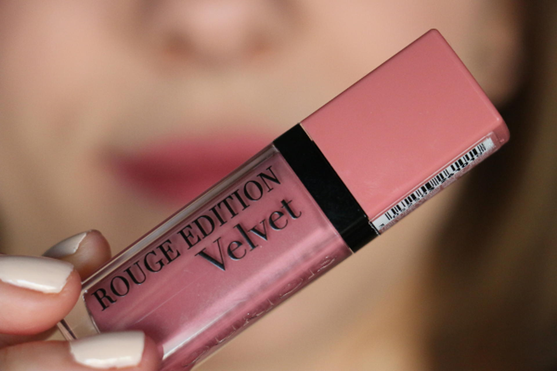 "Le Rouge Edition Velvet ""Don't pink Of It !"" par Bourjois"